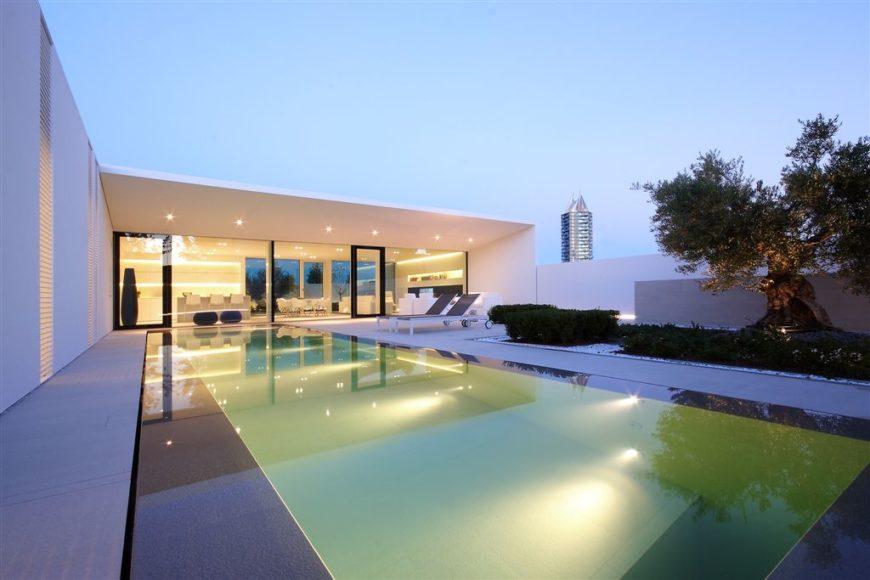 Jesolo Villa by JM Architecture