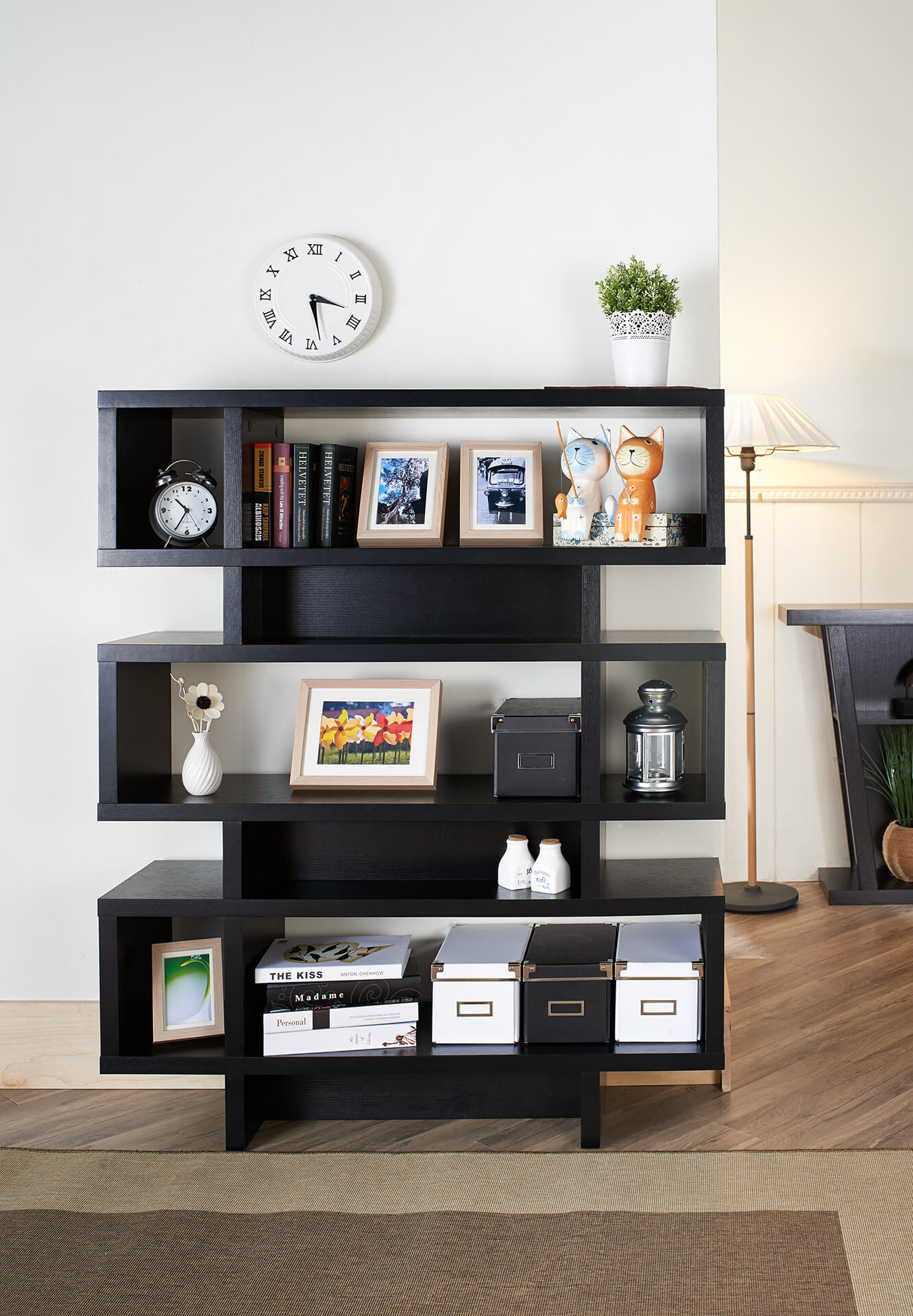 9 cubes are achieved with this shelf using a series of 3 cubes stacked on top of one another. Each section includes a footer section topped with a narrow cube and wide shelving section.