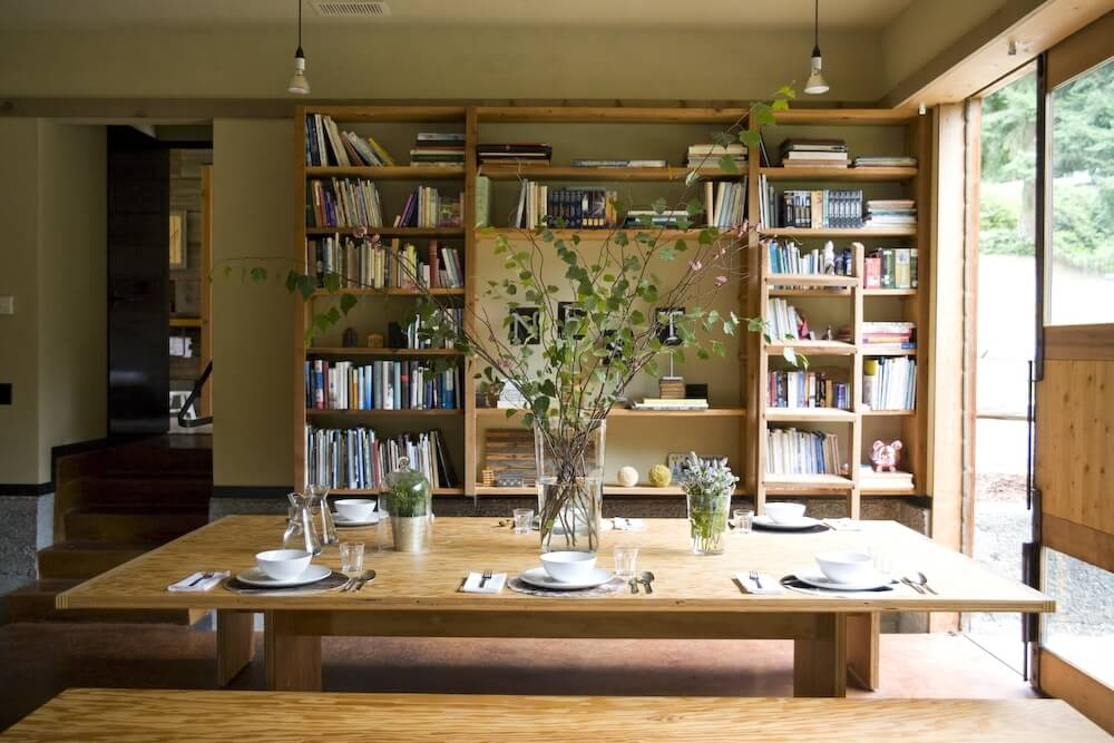 The built-in shelving behind the dining room has plenty of space to store the owner's books.