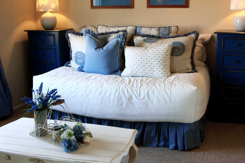 White and cornflower pillows obscure the bedding, and tie the room together beautifully.