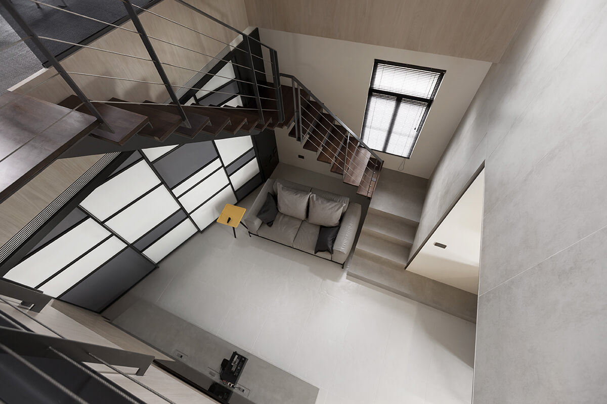 Here we have a vertiginous view of the central open space. The vertical element adds immeasurably to the perceived size of the home.