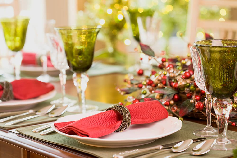 A similar set up to the above table, with one simple swap: a bold red napkin for the gray one.