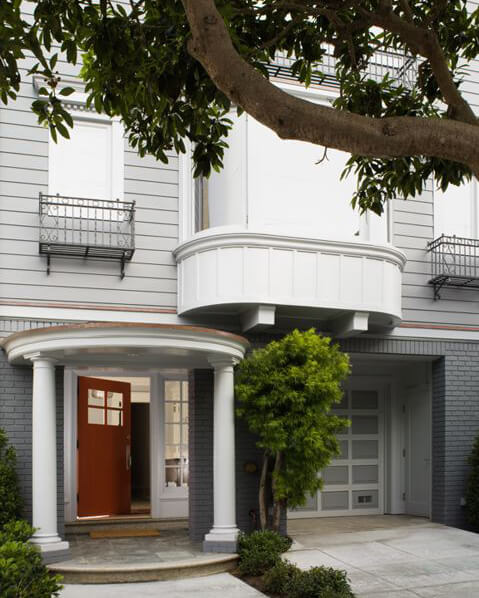 From the outside, this urban oasis sports a classic portico entryway and a rich carnelian, paneled-glass doorway, tempting passerbys further inside.