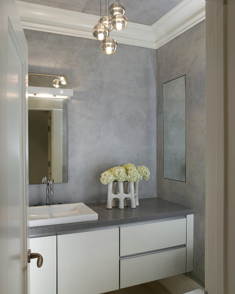 In the bathroom, we find more hydrangeas displayed in a truly remarkable vase, reflecting the contemporary aesthetic of the upstairs areas.