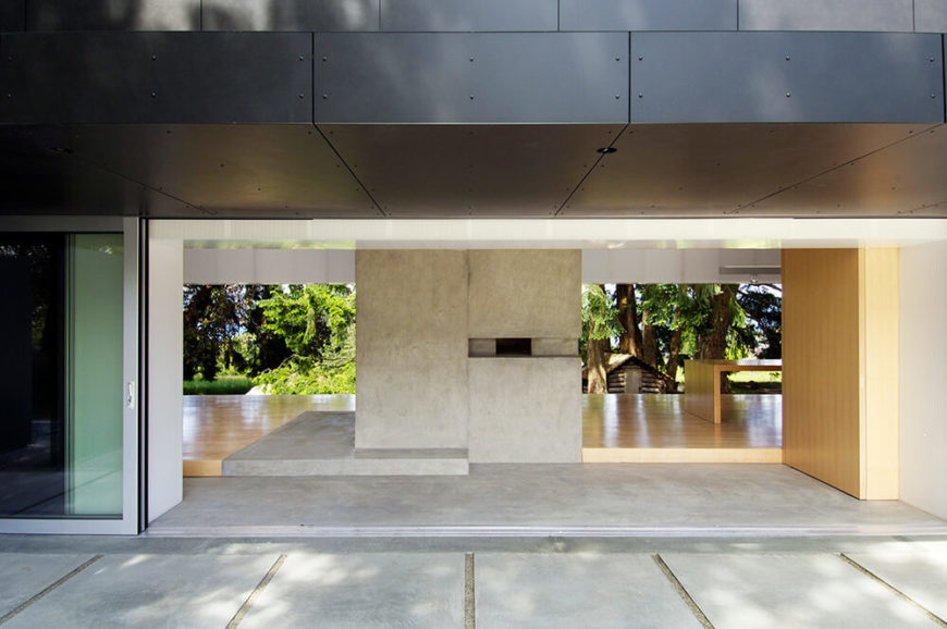 With the large panels completely opening the interior to the outdoors, pavilion-style, we see the concrete structural buffers separating the various segments of the home.