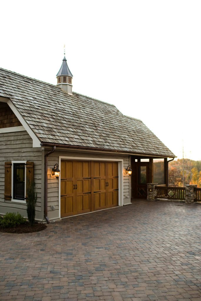 These muti-tone cedar shingles are perfect for a ranch style home. Each hint of color in the shingles matches an aspect of the house's design– whether it's the color of the garage doors or the hues in the siding.