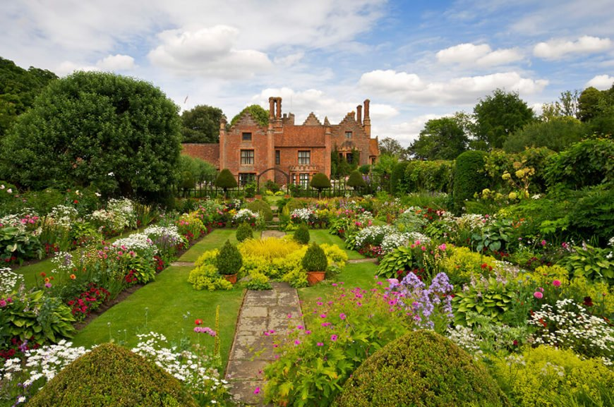 Hedges don't necessarily need to be made from bushes. Hostas and large flowering bushes can also create the same feeling. In this garden the manicured hedges are countered by the wild shapes of the flowers.
