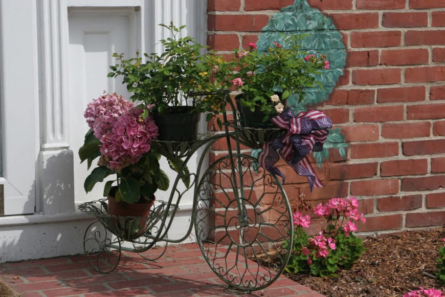 Another cute use of the bike motif. This one is more delicate and whimsical, great for the tiny roses they've placed on it.