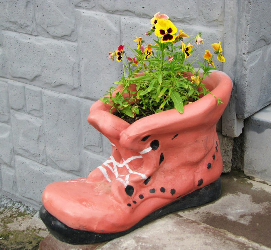 If you can't carve and you don't have any old garden or rain boots laying around, just find a boot shaped planter. This eye-catching planter adds some fun to this doorstep.