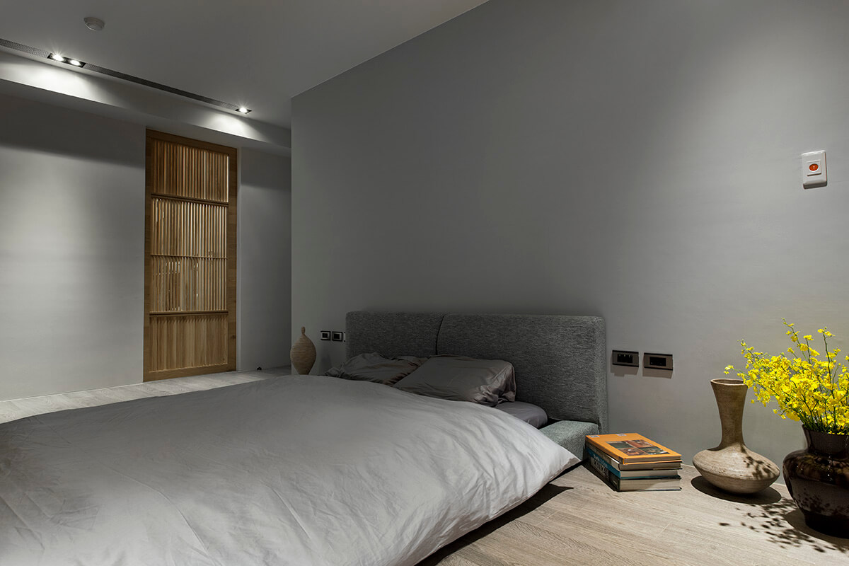 The owner wanted his bed, like many other components of the home, to be accessible for the dog. Thus, it's a low-slung floor mounted design, perfectly of-a-piece with the general style of the home.