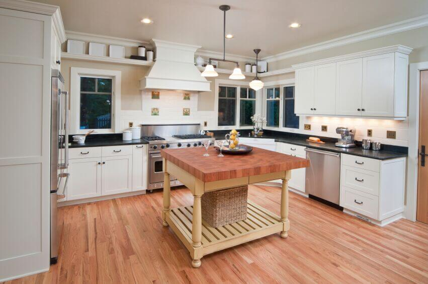 36 Inspiring Kitchens With White Cabinets And Dark Granite Pictures Home Stratosphere