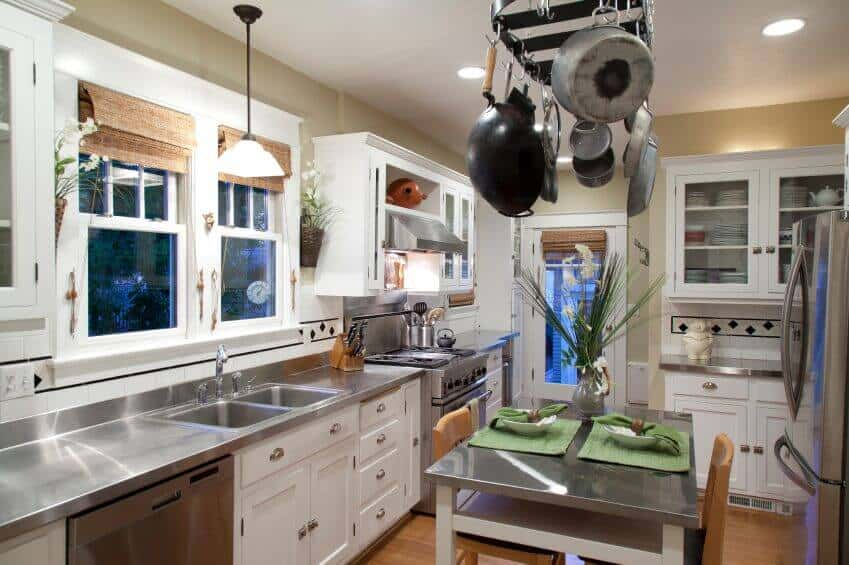 This is a pretty standard pot rack design, but regardless, it still makes for an eye-catching centerpiece to this kitchen. Stainless steel countertops and appliances add a sleek and modern loo to this room.