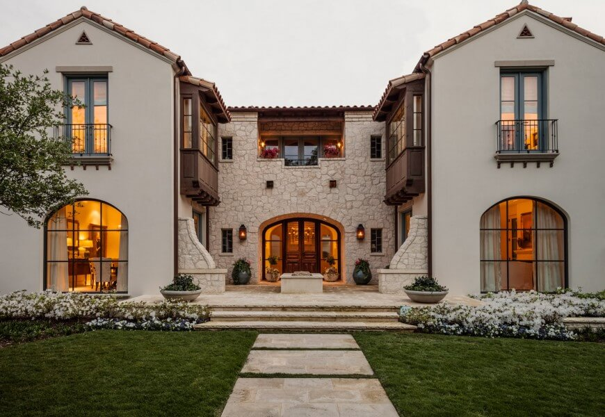 This combination of stucco and sand-colored stone on this house is a great combination for this villa style. The smooth surface of the stucco allows the symmetry of the structure to stand out more.