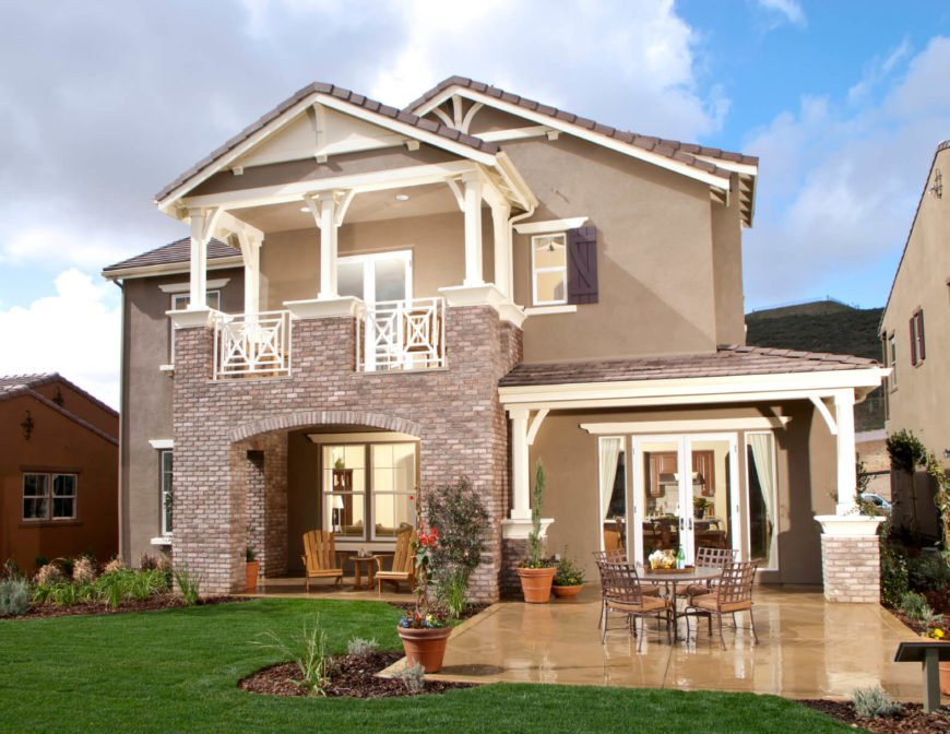 """Stucco comes both natural and synthetic. The benefits of natural stucco is that it has the ability to """"breathe"""" and allows air and moisture to pass through it. Synthetic stucco needs to have a vapor barrier behind it to keep moisture from building up in the walls. Stucco is versatile in the fact that it can be used with any other material and creates a blank canvas allowing the other material to stand out more."""