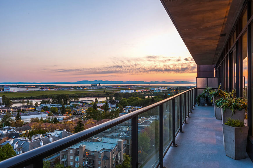 A broad balcony runs the length of the apartment, wrapped in slim metal railings and a glass balustrade for the ultimate panoramas. The balcony has enough room for several large container gardens with space to spare for relaxing with a view.