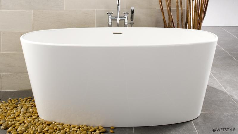 The BOV 01-66 bathtub from the OVE collection features the same curved design as the BOV 01-62, but has been expanded to accommodate two bathers, rather than a single bather. This design is available as a freestanding installation only.