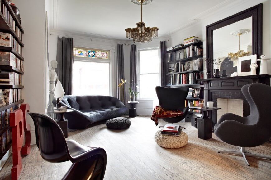 This space is quite similar to the studio apartment above, but you will notice some key differences that show they are two different spaces, such as the floor's orientation and the color of the stained glass. This space is well furnished and well decorated.