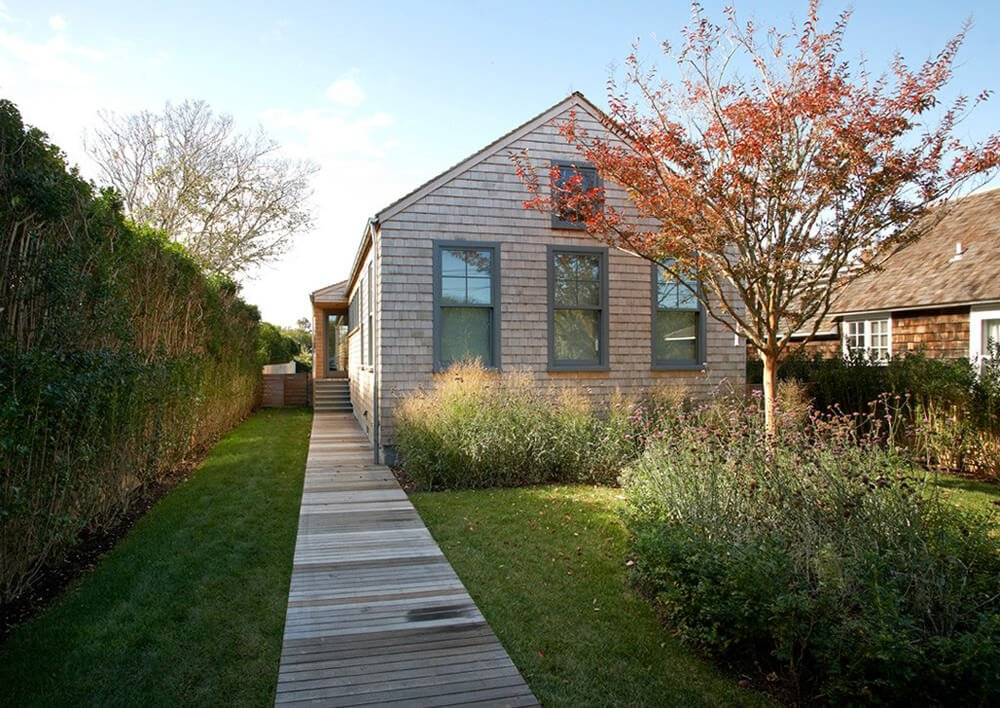 Welcome out our gallery featuring the Sagaponack Cottage by Axis Mundy Design.