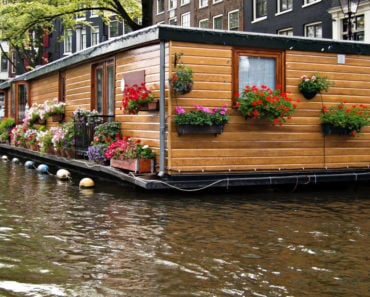 Beautiful single story houseboat on Amsterdam canal