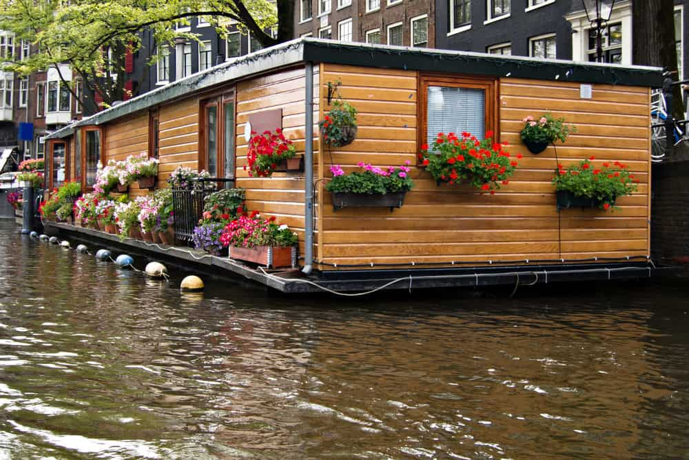 Beautiful single story houseboat on Amsterdam canal