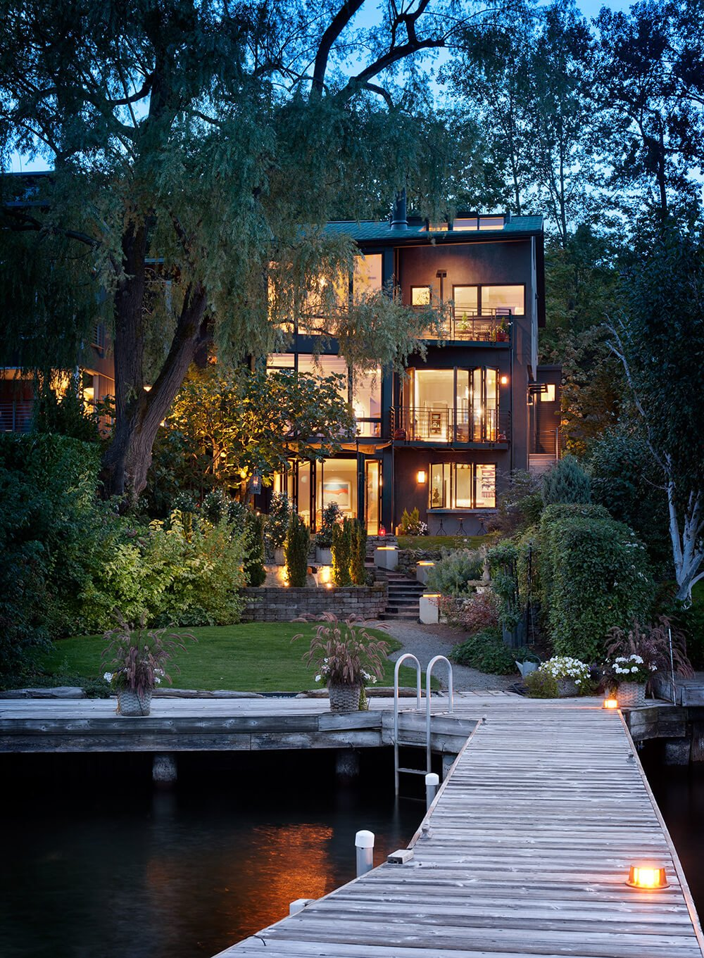Standing on the far end of the dock, hovering over Lake Washington, we can appreciate the expert balance achieved between sharp edged modernism and a lush environmental sense.