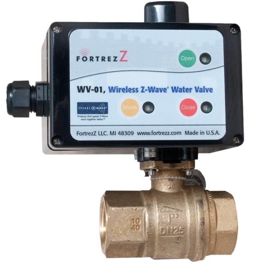 Với van này được gắn mạnh vào đường ống dẫn nước chính của nhà bạn, bạn sẽ có thể điều khiển nguồn nước từ xa thông qua hệ thống Tự động hóa gia đình Z-wave. Điều này mở ra một loạt các cơ hội. Khi rời khỏi nhà để đi nghỉ, bạn có thể yên tâm khi biết rằng các thiết bị sẽ không có vấn đề gì xảy ra. Ví dụ, nếu một thiết bị bị rò rỉ, cảm biến lũ lụt có thể phát hiện ra nó, tự động ngắt nguồn cấp nước để hạn chế thiệt hại. Trong thời gian chờ đợi, bạn sẽ được thông báo qua điện thoại để có thể giải quyết vấn đề ngay. Đó là một giải pháp hoàn hảo cho nhà nghỉ, đơn vị cho thuê và thậm chí cả các tòa nhà thương mại, và có thể được áp dụng trên máy rửa bát, máy nước nóng, bồn tắm, tủ lạnh, v.v.