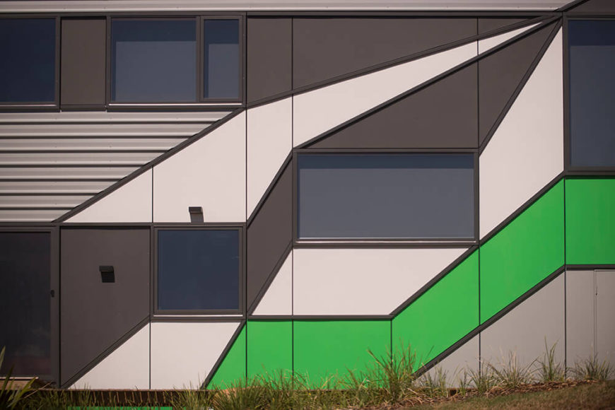 The intricately patterned colors on the side of the home resolutely break up the monotony with bursts of brightness and an almost optical-illusion effect, courtesy of the sharply angled segments.
