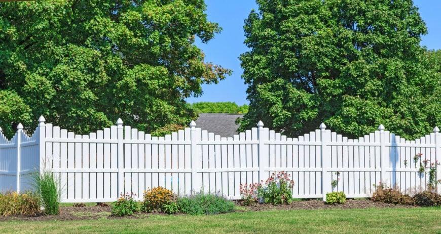 16 Vinyl Fence Ideas for Residential Homes