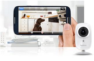 Ứng dụng WeMo được thiết kế để hoạt động với một bộ sản phẩm dễ sử dụng tương thích qua internet từ điện thoại thông minh hoặc máy tính bảng của bạn. Nó cũng tương thích với IFTTT ứng dụng rất phổ biến mà chúng tôi sẽ đề cập bên dưới. Nó bao gồm một số chức năng, bao gồm Công tắc thông minh, để cho bạn biết thiết bị của bạn đang sử dụng bao nhiêu năng lượng, Công tắc ánh sáng, cho phép bạn bật hoặc tắt tất cả đèn trong nhà và NetCam, kích hoạt các tính năng tự động hóa trong nhà khi bạn bước vào cửa.