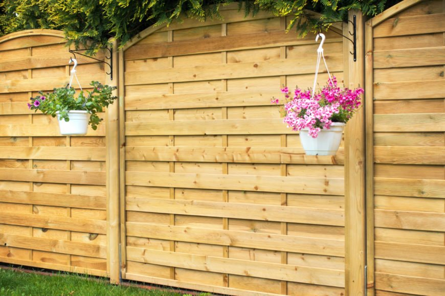 Hanging planters from the posts is a good way of increasing visual appeal if you are looking for more greenery.