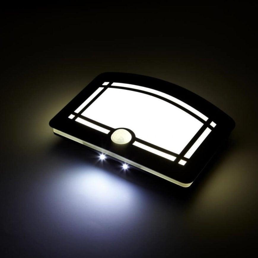 Một trong những cách sử dụng đơn giản nhất của công nghệ cảm biến là ghép nối nó với ánh sáng. Đèn treo tường nhôm kiểu dáng sang trọng này được thiết kế như một thiết bị nhẹ mà bạn có thể dán trên bất kỳ bức tường nào, chỉ cung cấp ánh sáng khi cần thiết. Sử dụng cả cảm biến hồng ngoại và cảm biến chuyển động, thiết bị này sẽ kích hoạt ánh sáng của nó dựa trên mức độ ánh sáng xung quanh và người ở. Đặt nó trong hành lang hoặc phòng và nó sẽ chiếu sáng không gian của bạn chỉ khi cần thiết, trong bóng tối và khi bạn đang ở trong phòng.