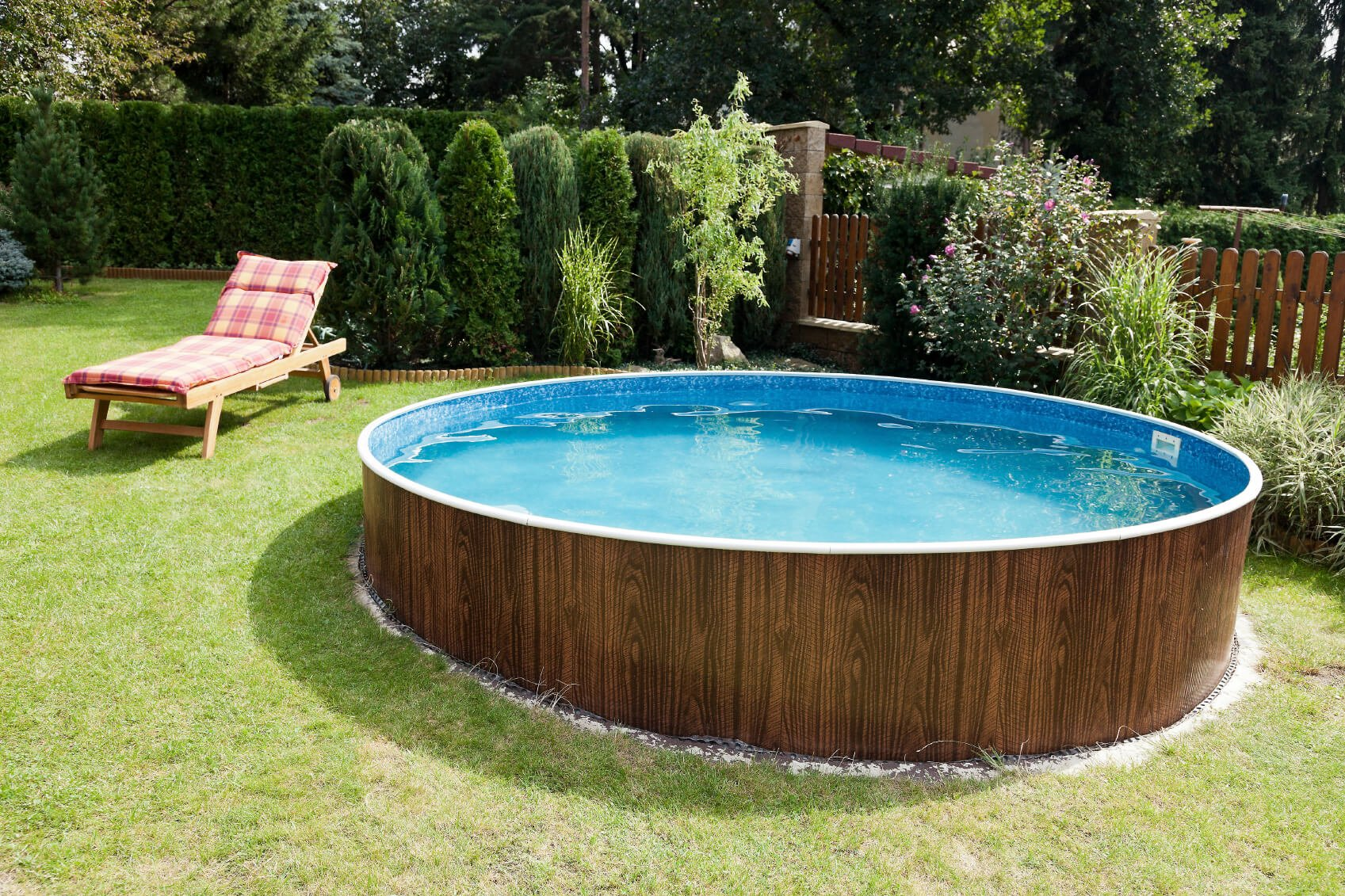 The pool with the deckchair