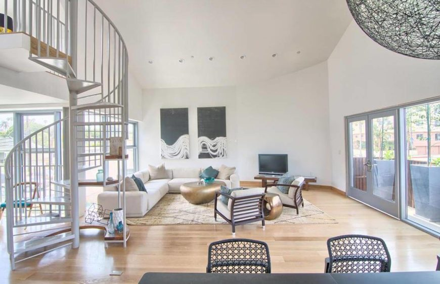 Here is a bright and well lit living room with a good sense of space created by the furniture positioning. The hardwood floors here are well maintained and attractive to all prospective buyers.