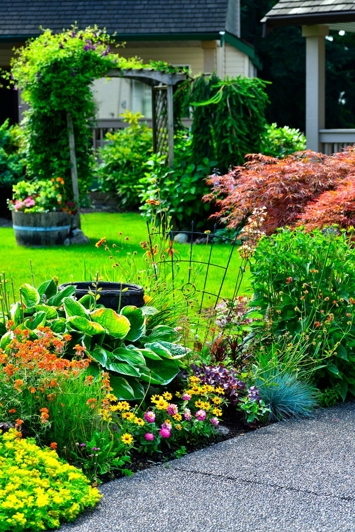 With a variety of flowers of different shapes, sizes, as well as colors, your flower bed can be a dynamic and interesting area. Different colors and shapes of the flowers cause your flowerbed to have a beautiful and wild look.