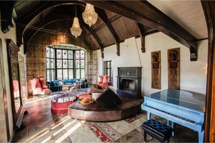 Here is a living room with high vaulted ceilings that give this area an almost castle like ambiance. Vaulted ceilings are a great way to accentuate elegance and make spaces appear much larger.