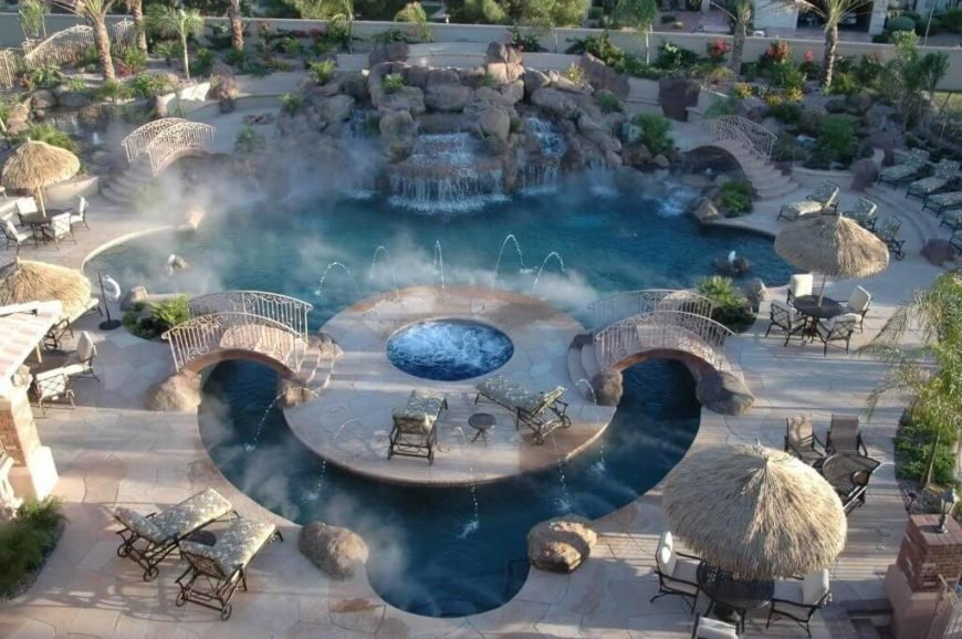 This pool is equipped with a number of water jets. In a water park environment you can let the water fly. Water jets are a great way to jumpstart the fun and make the atmosphere just right.