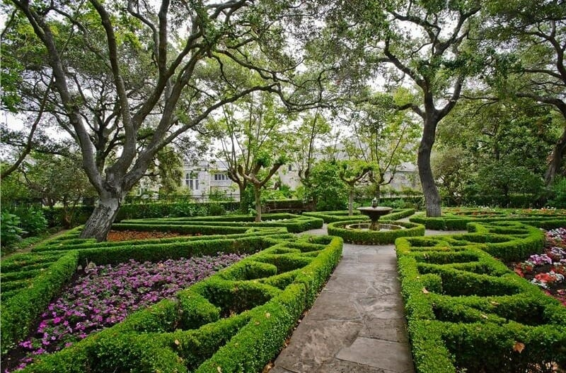 If you plant short hedges you can maintain them and trim them into different shapes and patterns. Here is a great short shrub garden that spreads interesting patterns over a large area.