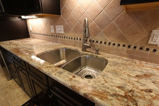 A closer look at this beige granite shows the copper, grey, and light beige veining throughout.
