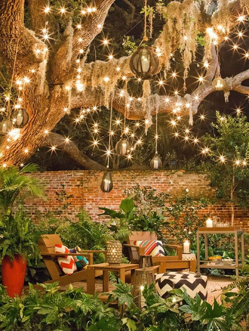 Hanging lights can feel almost magical, like stardust or fireflies are dangling over your garden. It can transform your space from garden to fairytale with the flick of a switch. This would be an amazing place to escape to after the sun sets.