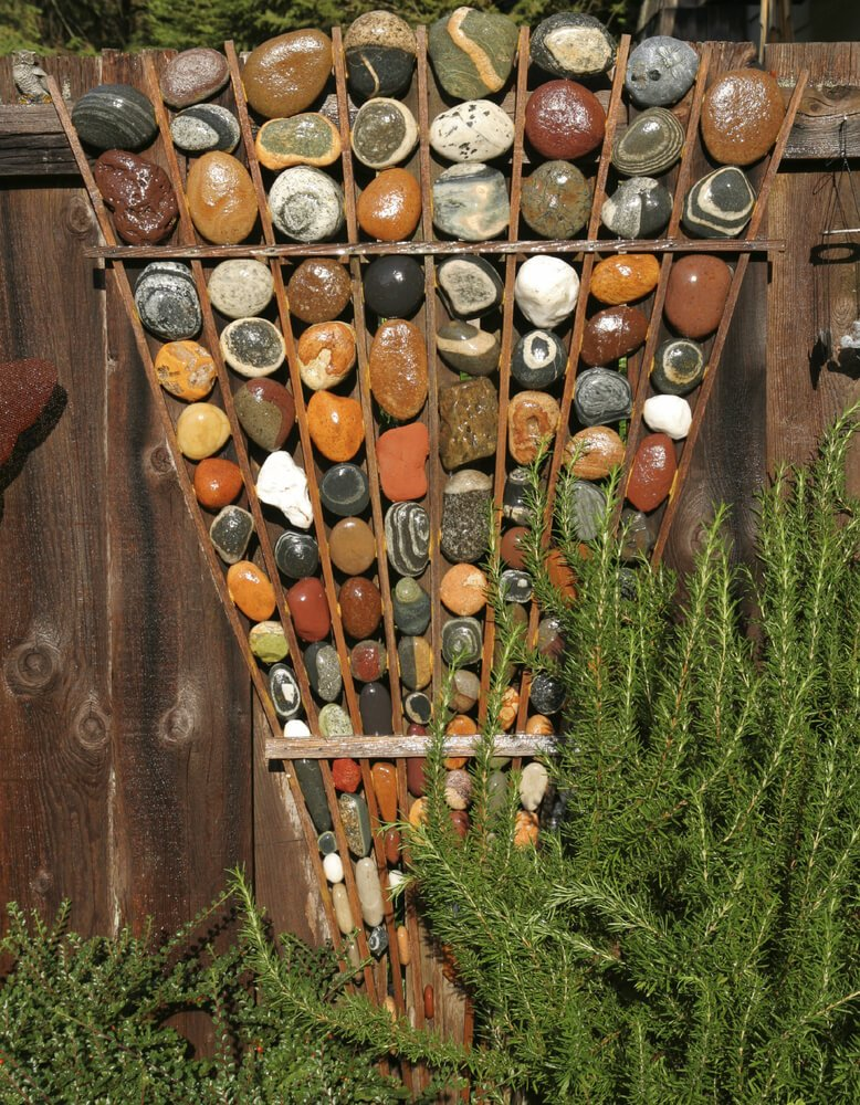Sculptures can also use colors in interesting ways. You can use color in a sculpture to build an interesting palette as well as draw attention. These kinds of colors can also be found in natural materials.