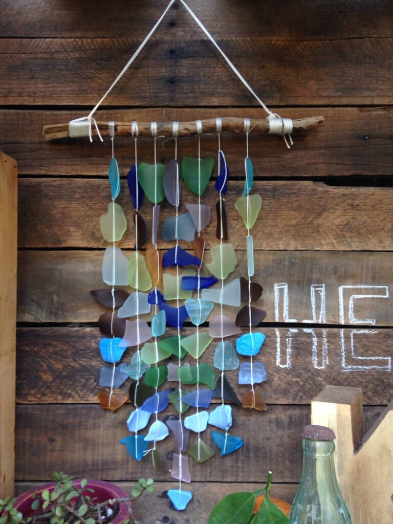 As the breeze rolls through your gazebo you can listen as this wind chime sings its song, breaking the silence with charming and pleasant sounds.