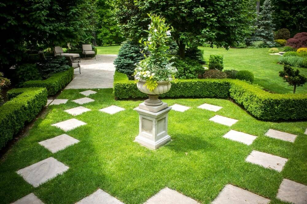 One of the greatest advantages of grass sod is that it is adaptable to features you may want to add to your space. The sod here is a great home to these stone features and well trimmed hedges.