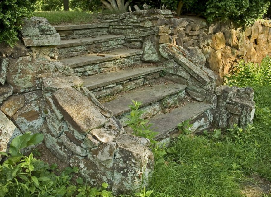 With the right types of stones, time will give your steps a great patina. These stones are beautifully aged. It gives this space quite a lot of character.