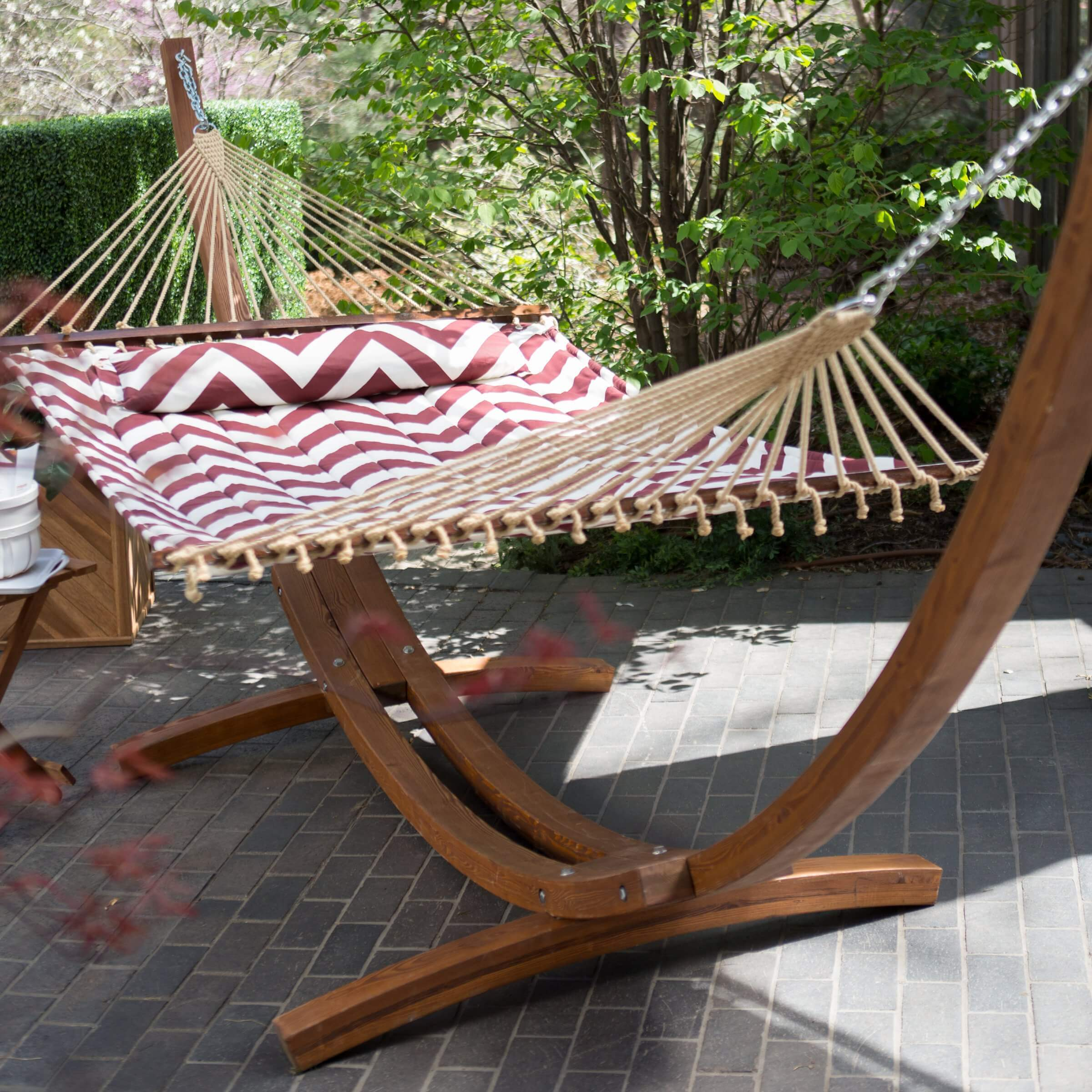 This high end padded hammock utilizes a sturdy base crafted with gorgeous wood. This stylish and quality hammock would look fantastic in any place and in any yard.