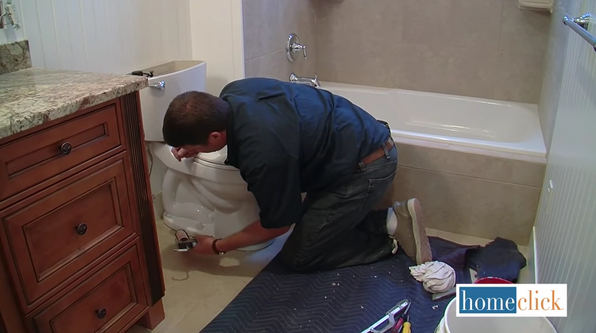 Installing a whole new toilet in your bathroom might seem like a daunting task. There's a lot of hardware to deal with! The truth is that it's a job that can be done in a single day without having to hire a plumber. How simple? See our guide for the details!