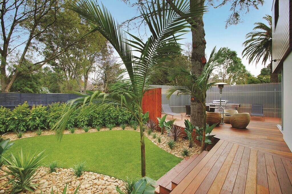This small astroturf lawn is set low down on the deck steps as well as surrounded by a wall. This is a fantastically private and secluded yard. The turf transforms it into a forever green patch of grass to escape to.