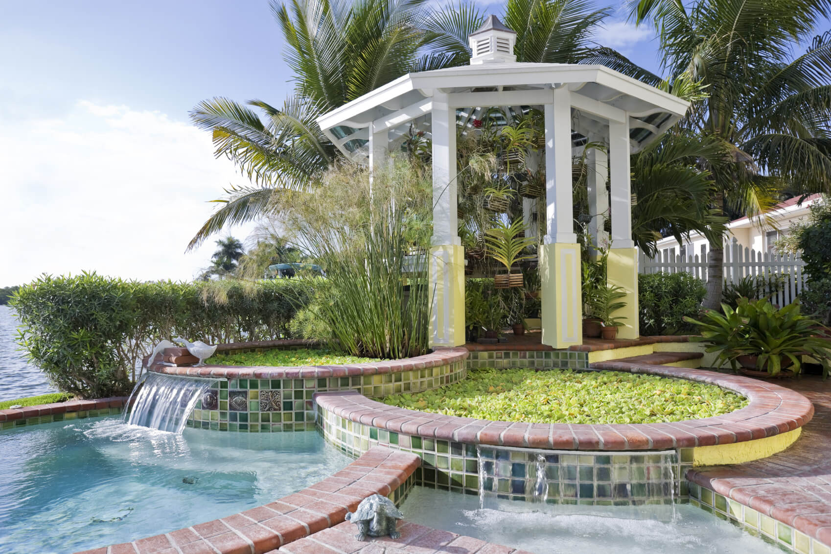 This gazebo sits high, overlooking the entire pool area from its perch. This structure ties into the design and gives the area some more depth.
