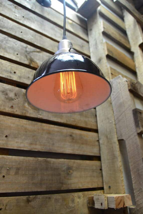 This pendant light can be used on its own or in combination with other pendant lights to create a summarily industrial look in a kitchen, bathroom, basement, or in any other type of room! The light has a black shade on it that is connected to the pendant cord.