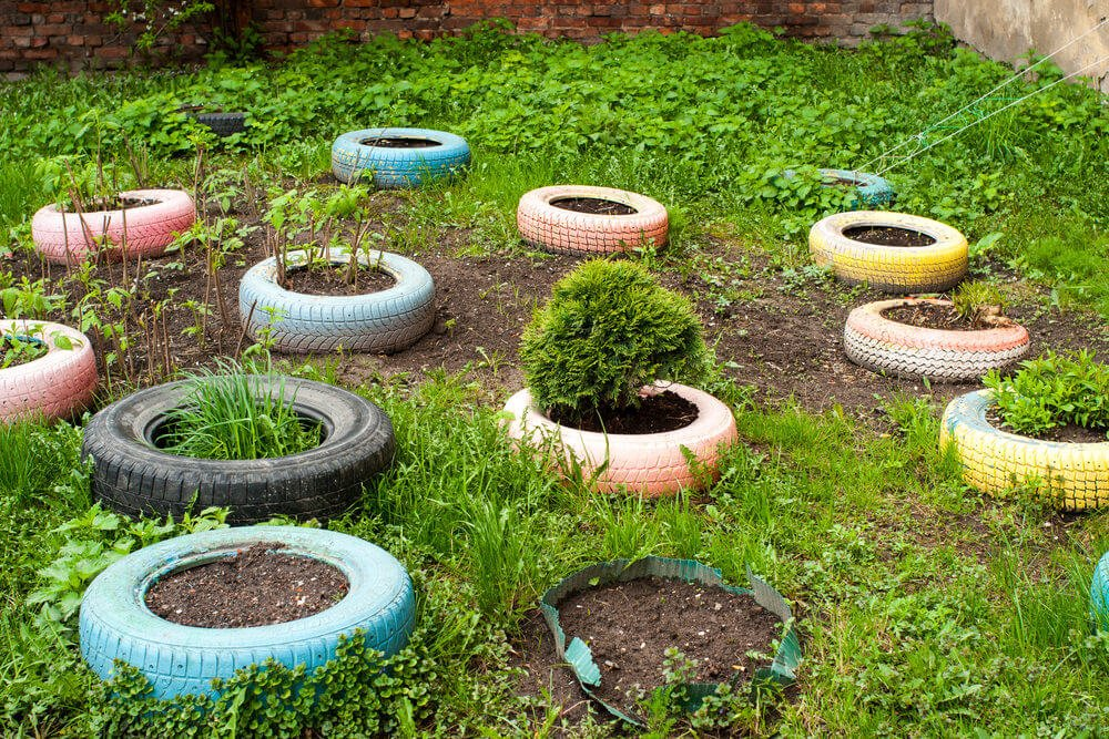 Not the prettiest use of tire planters but it illustrates how to created a scattered garden effect with tires.
