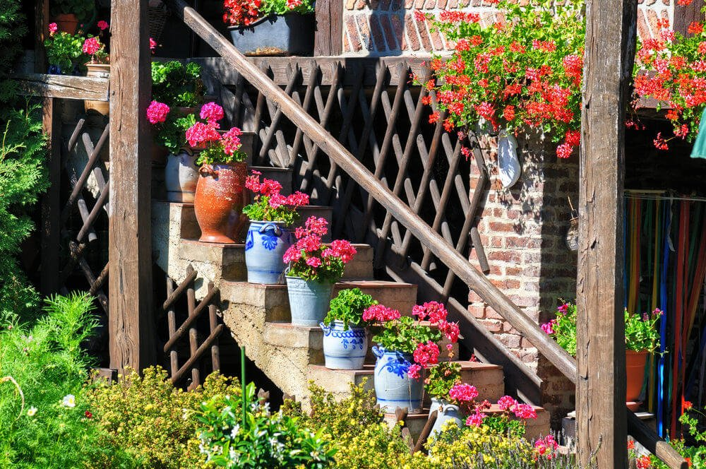51flower-pots-on-stairs